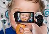 男婴记录到摄像机 | 免版税照片