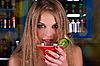 ID 3027130   泡吧的女孩   高分辨率照片   CLIPARTO
