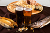 啤酒和小吃集 | 免版税照片