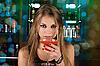 ID 3027965 | 泡吧的女孩 | 高分辨率照片 | CLIPARTO