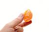 ID 3032575 | Ręka z segmentu mandarynka | Foto stockowe wysokiej rozdzielczości | KLIPARTO