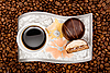 Photo 300 DPI: Coffee cup with sweets on beans
