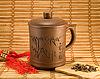 Taza de té con las hojas de té | Foto de stock