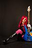 ID 3023379 | 베이스 기타와 함께 앉아 락 소녀 | 높은 해상도 사진 | CLIPARTO