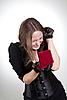 ID 3023665 | Glückliche junge Frau mit Geschenk-Box | Foto mit hoher Auflösung | CLIPARTO