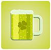 зеленого стекла пиво с клевером