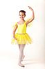 微笑的小芭蕾舞演员行使   免版税照片