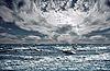 Photo 300 DPI: Big ocean wave breaking the shore