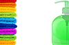 Mydła butelki zielone i ułożone kolorowe ręczniki | Stock Foto
