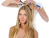 Фото 300 DPI: Стилист делает прическу блондинке