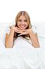 Фото 300 DPI: Блондинка на кровати