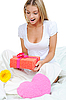 Photo 300 DPI: young woman with gift box