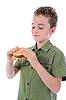 어린 소년 햄버거를 먹는 | Stock Foto
