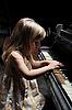 女孩一个弹钢琴 | 免版税照片