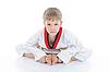 男孩和服坐在地板 | 免版税照片