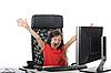 Фото 300 DPI: Радостная девочка в офисе перед компьютером