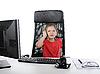 ID 3022130 | 사무실 컴퓨터에 어린 소녀입니다. | 높은 해상도 사진 | CLIPARTO