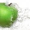 Векторный клипарт: Зеленое яблоко с плеск воды,. Градиент сетки