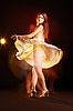 ID 3023096 | Schöne junge tanzende Frau | Foto mit hoher Auflösung | CLIPARTO
