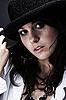 ID 3023110 | Piękne młoda kobieta ma na sobie czarny kapelusz | Foto stockowe wysokiej rozdzielczości | KLIPARTO