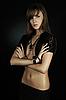 T-셔츠 레이스를 입고 아름 다운 젊은 여자 | Stock Foto