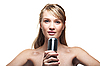 年轻漂亮的姑娘唱成复古麦克风   免版税照片