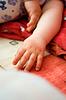 刚出生的孩子的手 | 免版税照片