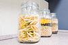 面食在玻璃罐 | 免版税照片