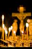 在教堂里燃烧的蜡烛 | 免版税照片