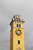 Башня с часами и облачное небо | Фото