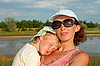Photo 300 DPI: Mother and small sleeping daughter