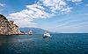 ID 3039846 | Felsen namens Segel mit einem Boot in der Nähe von Jalta | Foto mit hoher Auflösung | CLIPARTO