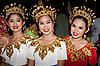 Фото 300 DPI: Тайские танцовщицы в красочных костюмах