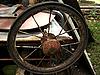 스포크 오래 된 녹슨 바퀴 | Stock Foto