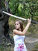 Brown-haired woman learns to fight with sword | Stock Foto