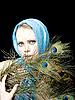 ID 3054214 | 공작 깃털을 가진 아름 다운 여자 | 높은 해상도 사진 | CLIPARTO