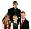 ID 3050796 | Ojciec i troje dzieci | Foto stockowe wysokiej rozdzielczości | KLIPARTO