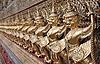 在王宫的黄金数字战士 | 免版税照片