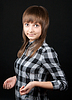격자 무늬의 셔츠에 아름 다운 소녀   Stock Foto