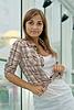 격자 무늬의 셔츠에있는 여자   Stock Foto