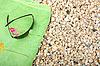 太阳镜毛巾 | 免版税照片