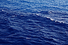리플 어두운 푸른 바다 물 표면   Stock Foto