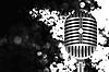 Vektor Cliparts: Vintage-Mikrofon auf der Bühne