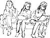 из трех девушек, сидящих на диване одна