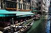 Gondola w kanale w Wenecji. Włochy | Stock Foto