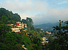 Photo 300 DPI: Foggy View of the town of Kandy in Sri Lanka