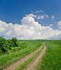 Wiejskiej drodze pod chmurami | Stock Foto