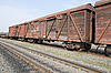 Фото 300 DPI: старые ржавые вагоны поездов на железной дороге