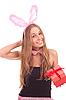 女孩打扮成兔子的礼物 | 免版税照片