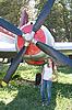 美丽的女孩靠近飞机 | 免版税照片